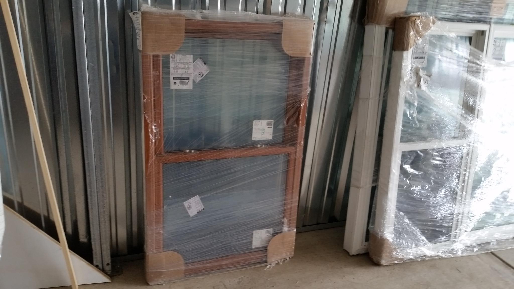 Double Hung Window w/ Woodgrain Interior